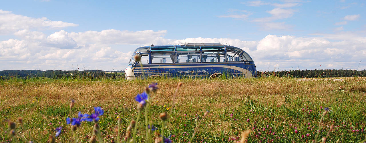 "The ""Nostalgia Bus"" of the Romantic Road"