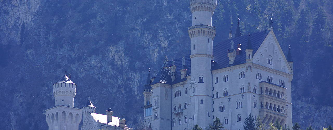 Neuschwanstein castle in the early autmn